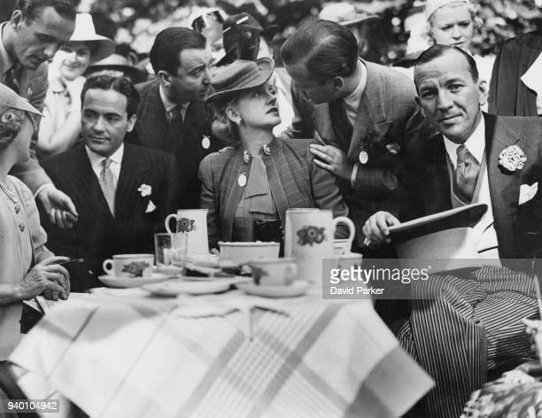 From left to right actors Mary Pickford her husband Charles 'Buddy' Rogers Evelyn Laye and her husband Frank Lawton and Noël Coward at a Theatrical...