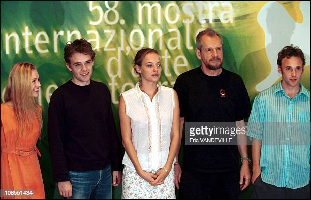 From left to right actors Rachel Miner Nick Stahl Bijou Phillips US director Larry Clark actor Brad Renfro in Venice Italy on August 30th 2001