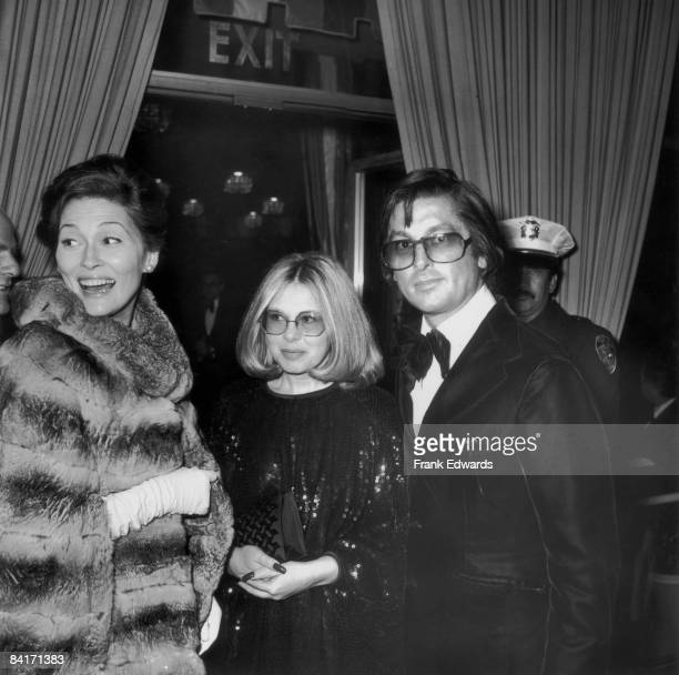 From left to right actress Faye Dunaway Hollywood agent Sue Mengers and producer Robert Evans attend the Golden Globe Awards at the Beverly Hilton...