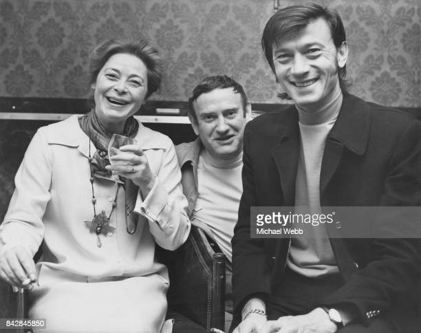 From left to right actress Siobhan McKenna writer Wolf Mankowitz and Lithuanianborn actor Laurence Harvey at a press reception at the Piccadilly...