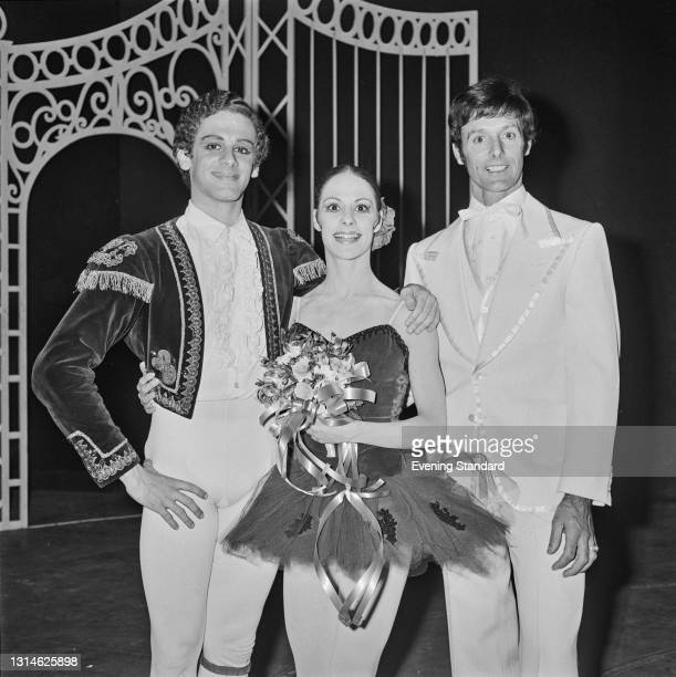 From left to right, American dancers Fernando Bujones and Eleanor D'Antuono of the American Ballet Theatre, with South African choreographer Petrus...