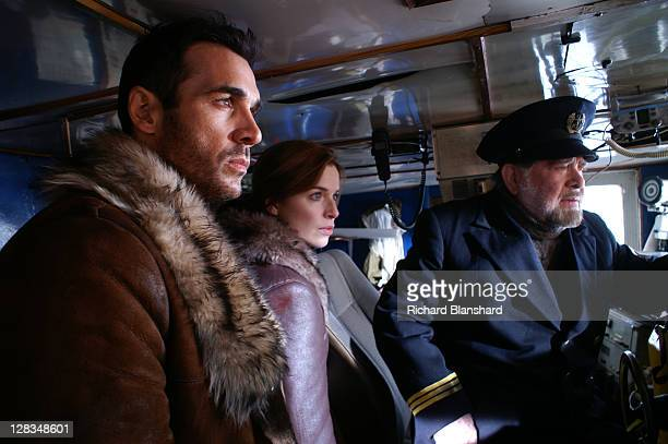 From left to right British actor Adrian Paul as Immortal warrior Duncan MacLeod Dutch actress Thekla Reuten as his wife Anna Teshemka and Buckley...