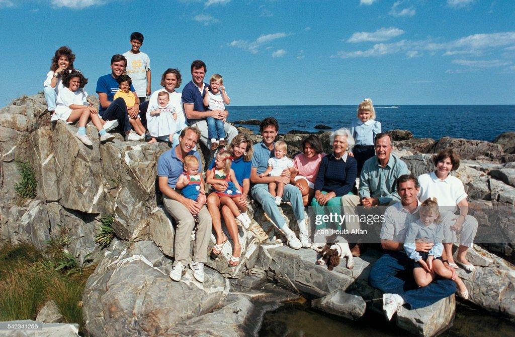 Bush Family on Vacation : News Photo