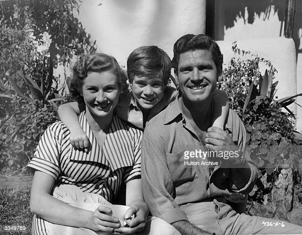 From left to right Dinah Sheridan William Simons and Anthony Steel on the set of the Ealing adventure film 'Ivory Hunter' also titled 'Where No...