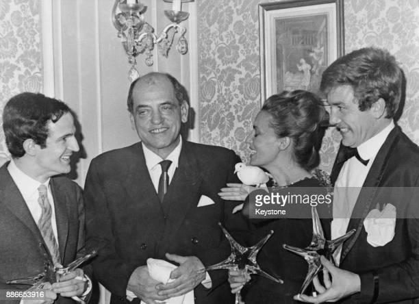From left to right François Truffaut Luis Bunuel Jeanne Moreau and Albert Finney receive their Étoiles de Cristal awards from the Académie Du Cinéma...