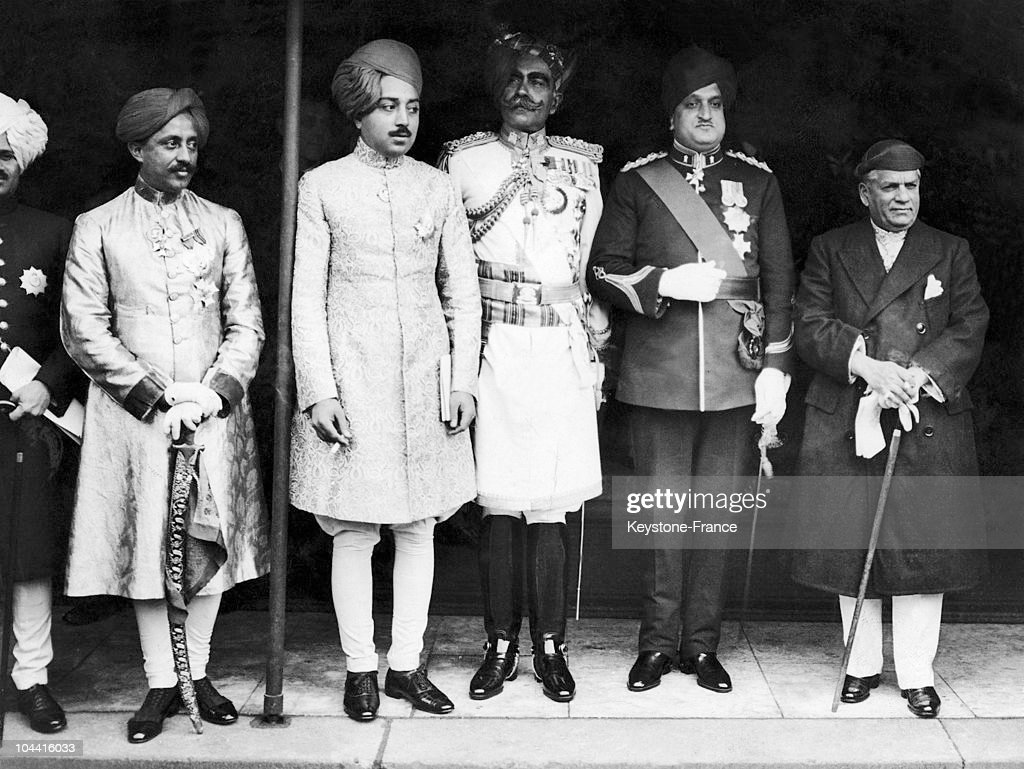 From Left To Right From The Third, The Maharajah Of Bikaner, Ganga Singh, The Maharaja Of Kashmir Hari Singh And Sayaji Rao Iii Gaekwar (Maharaja Of Baroda), Leaving The House Of Lord, After The Opening Of Parliament, Arround 1920-1950. : News Photo