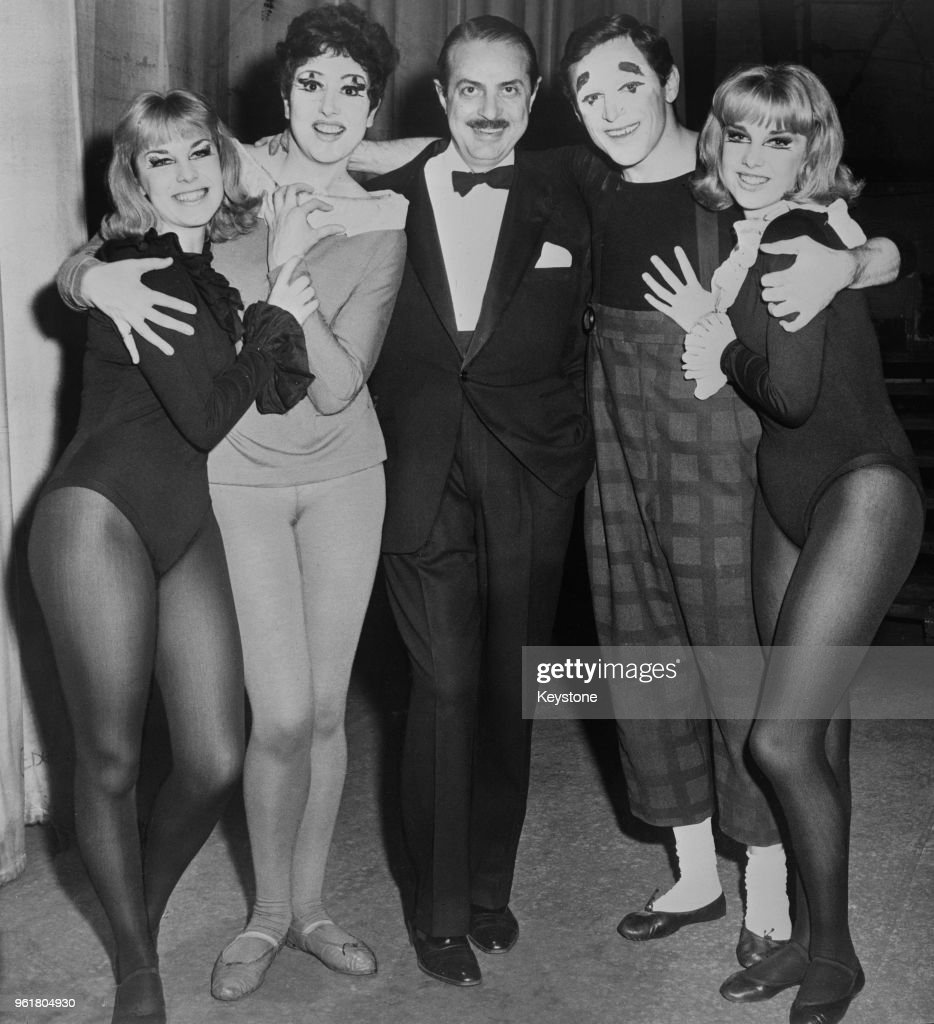 From left to right, Jennifer Baker, Anna Quayle, producer David Merrick, Anthony Newley and Susan Baker at the opening night of the musical 'Stop the World – I Want to Get Off', UK, 1961.