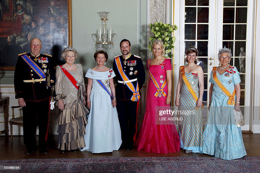 From left to right King Harald of Norway : News Photo