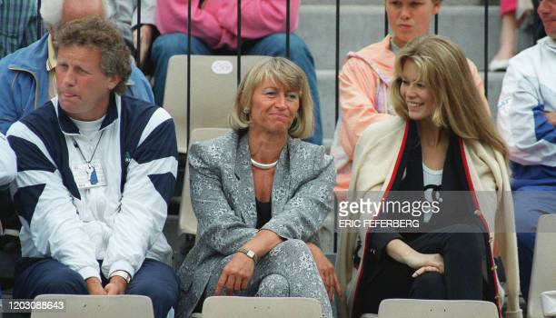 Klaus Hofsass Heidi Graf and top model Claudia Schiffer are in the stands of Roland Garros stadium here 02 june 1992 during the Women's French Open...