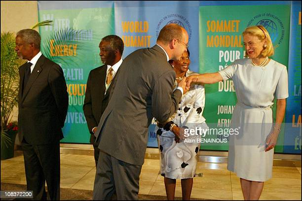 From left to right Kofi Annan Thabo Mbeki and his wife Miss Kofi Annan with Albert of Monaco in Johannesburg South Africa on September 02 2002
