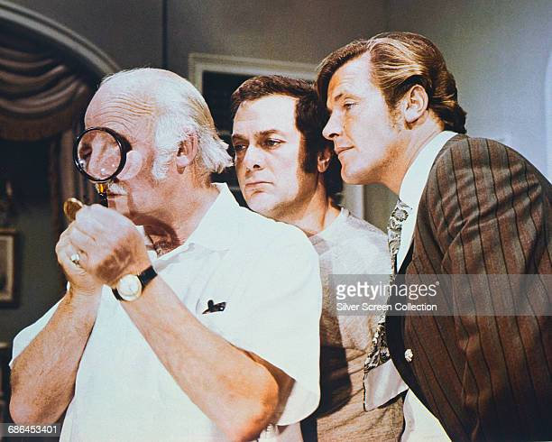From left to right Laurence Naismith as Judge Fulton Tony Curtis as Danny Wilde and Roger Moore as Lord Brett Sinclair in 'The Gold Napoleon' the...