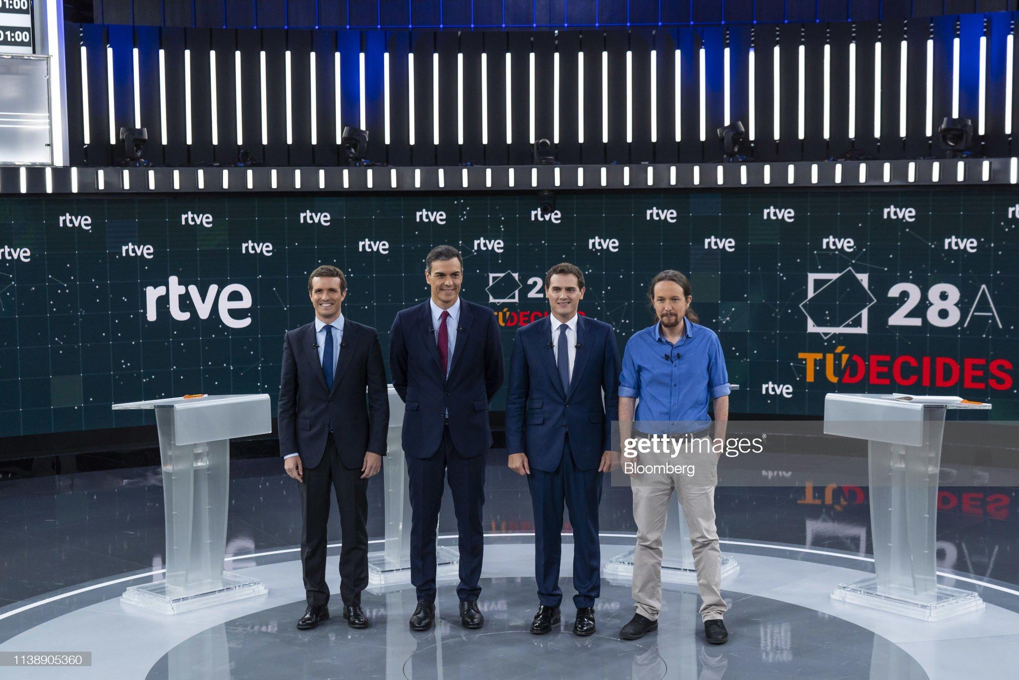 ¿Cuánto mide Pablo Casado?  - Estatura real: 1,77 - Página 7 From-left-to-right-pablo-casado-leader-of-partido-popular-pedro-picture-id1138905360?s=2048x2048