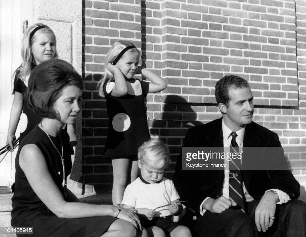 From left to right Princess SOFIA of Greece Prince FELIPE of Spain JUAN CARLOS and Princesses ELENA and BEATRICE posing for the traditional Christmas...