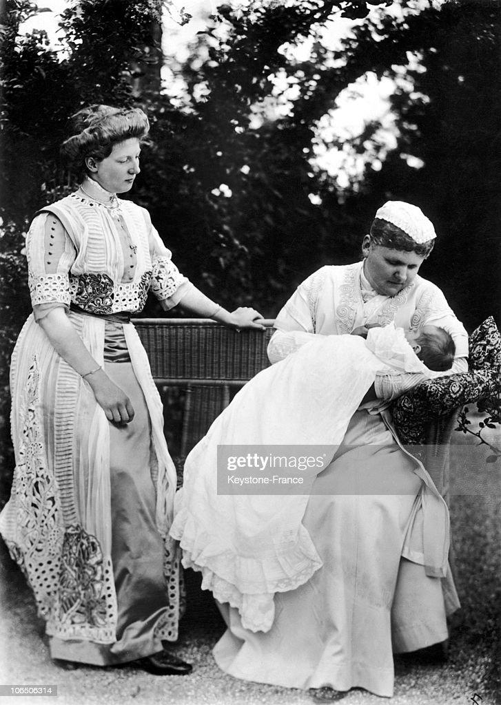 Princess Sibylla Of Saxe-Coburg-Gotha, Her Mother And Her Grandmother Around 1907-1908 : News Photo