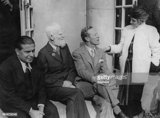 From left to right producer Gabriel Pascal Irish playwright George Bernard Shaw English actor Leslie Howard and Lady Oxford during a luncheon at...