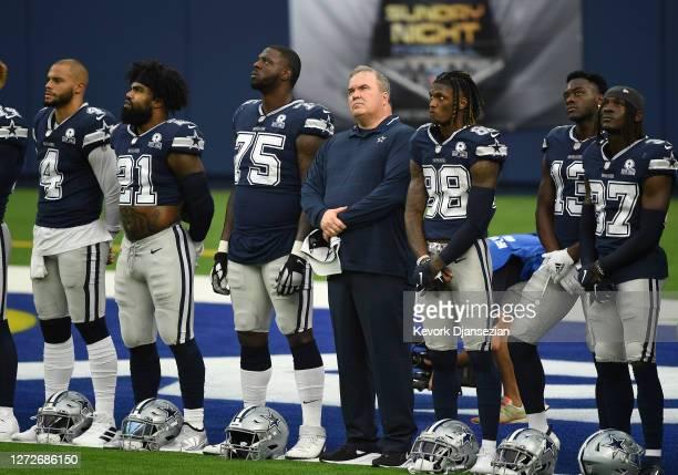 From left to right, quarterback Dak Prescott, running back Ezekiel Elliott, Cameron Erving, head coach Mike McCarthy, CeeDee Lamb, Michael Gallup,...