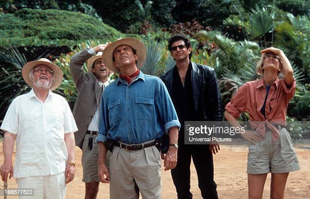 From left to right Richard Attenborough Martin Ferrero Sam Neill Jeff Goldblum and Laura Dern look up in a scene from the film 'Jurassic Park' 1993