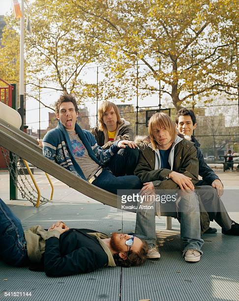 Singer and guitarist Adam Levine guitarist James Valentine bassist Mickey Madden drummer Ryan Dusick and keyboardist Jesse Carmichael