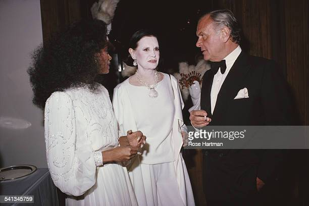 From left to right singer Diana Ross with fashion designers Gloria Vanderbilt and Bill Blass at a cocktail party at the Dyansen Gallery New York City...