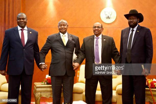 From left to right South Sudan's opposition leader Riek Machar Ugandan President Yoweri Museveni Sudanese President Omar alBashir and South Sudanese...