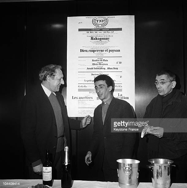From left to right the French actor Georges WILSON the FrenchAlgerian creator and writer Kateb YACINE and the director JeanMarie SERREAU during the...