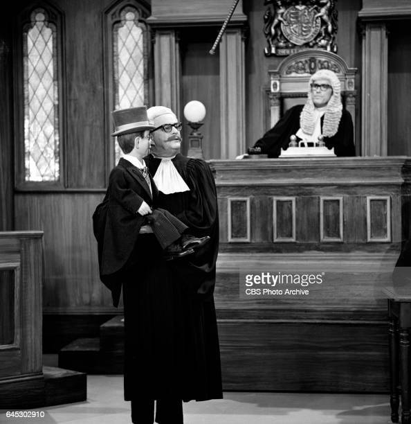 From left Ventriloquist Edgar Bergen and his puppet Charlie McCarthy Dick Curtis as the judge in a skit on THE JONATHAN WINTERS SHOW Image dated...