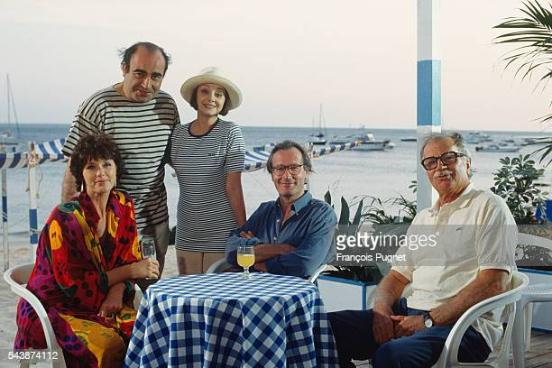 Actors Anny Duperey Philippe Khorsand Milena Vukotic Bernard Lecoq and Gabriele Ferzetti on the set of television series Une famille formidable...