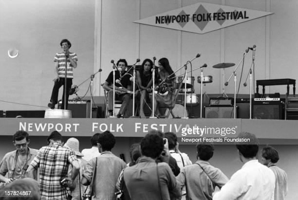 From lr Jug band washtub bassist Fritz Richmond folk singer Richard Farina and folk singers and sisters Joan Baez and Mimi Farina perform at the...