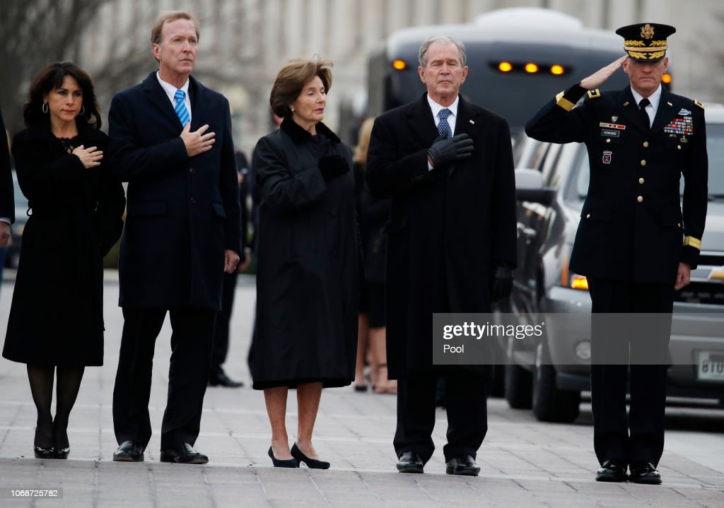 President George H.W. Bush Lies In State At U.S. Capitol : ニュース写真