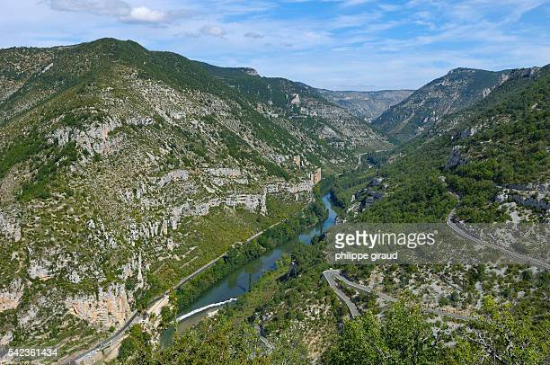 From the rural road that rises to the Roc des Hourtoux the village of Malene lies snuggly along the banks of the Tarn River