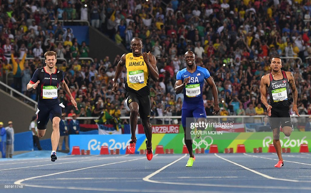 TOPSHOT - (FromL France's Christophe Lemaitre, Jamaica's Usain Bolt, USA's Lashawn Merritt and Canada's Andre De Grasse compete in the Men's 200m Final during the athletics event at the Rio 2016 Olympic Games at the Olympic Stadium in Rio de Janeiro on August 18, 2016. / AFP / OLIVIER