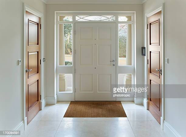 front door entrance to grand house - deur stockfoto's en -beelden