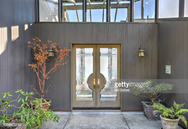 front door entry to house: modern, luxurious skylight home by ocean in northern california - entrata foto e immagini stock