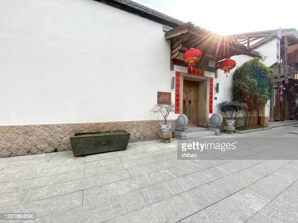 front door of a large traditional architectural style house in fuzhou, china - fuzhou stock pictures, royalty-free photos & images