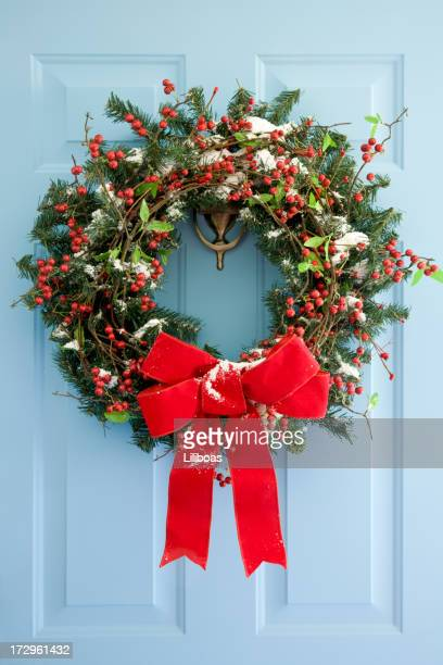 front door wreath - wreath stock pictures, royalty-free photos & images