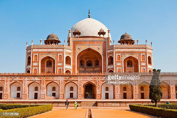 front facade of humayuns tomb - merten snijders stock pictures, royalty-free photos & images