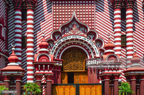 front of the jami-ul alfar mosque, colombo. - imagebook stock pictures, royalty-free photos & images