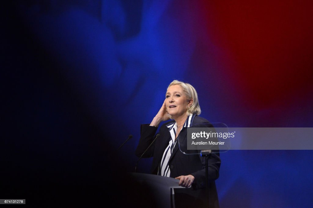 Presidential Candidate Marine Le Pen Holds A Rally Meeting In Nice : Foto di attualità