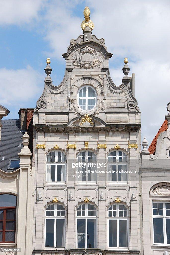 Front pediment with gold gilt : Foto de stock