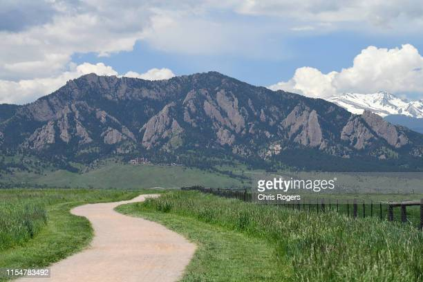 front range mountains - front range mountain range stock pictures, royalty-free photos & images