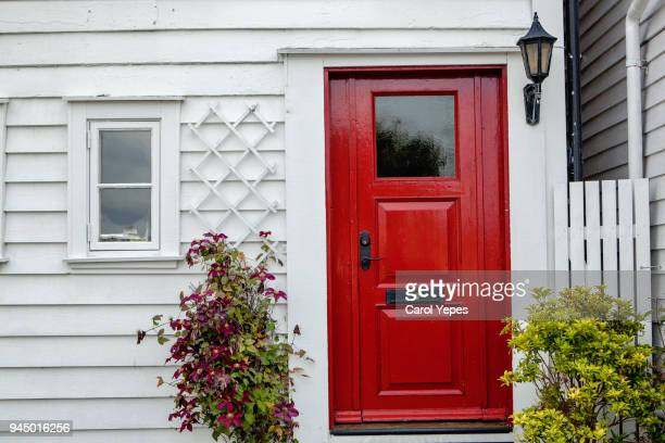 front red door entrace - wall building feature stock pictures, royalty-free photos & images