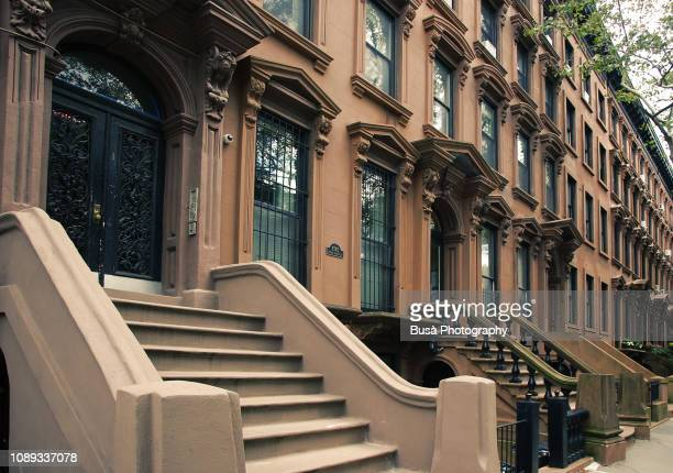 front stoop of elegant brownstone in brooklyn, new york city - piedra caliza fotografías e imágenes de stock