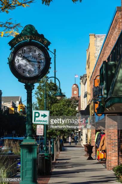 front street, traverse city, michigan. - traverse city fotografías e imágenes de stock