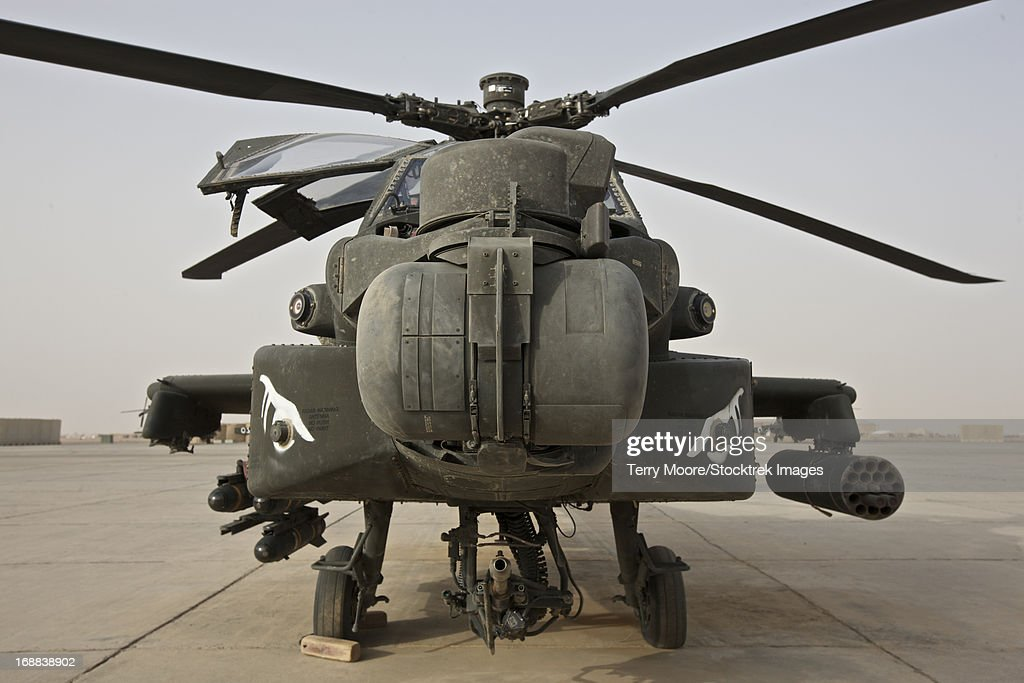Front view of an AH-64D Apache Longbow on the flight line, Tikrit, Iraq. : Stock Photo
