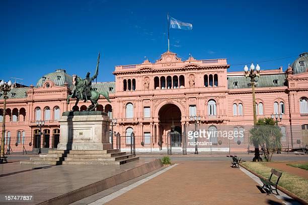 front view of case rosado in buenos aires - buenos aires stockfoto's en -beelden
