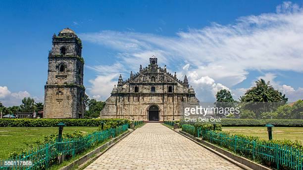 front view of paoay church - philippinen stock-fotos und bilder