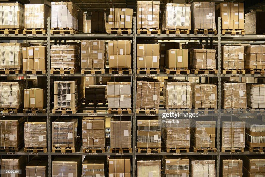 Vista frontal do armazém e de carga-XXXXXLarge : Foto de stock