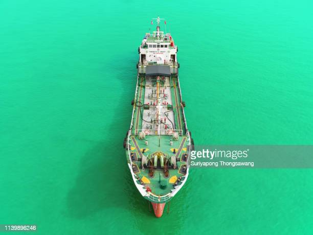 front view oil ship tanker on the green sea for transportation oil from refinery. - paysage marin photos et images de collection