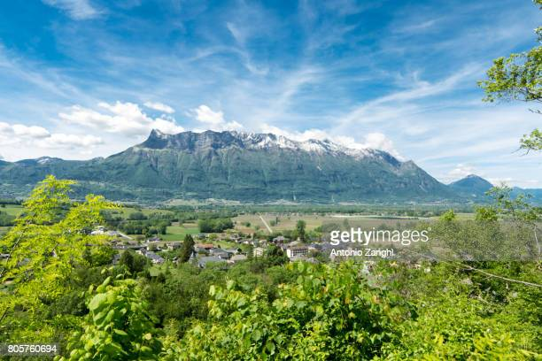 frontal view of french alps, blue sky - trois vallees stock pictures, royalty-free photos & images