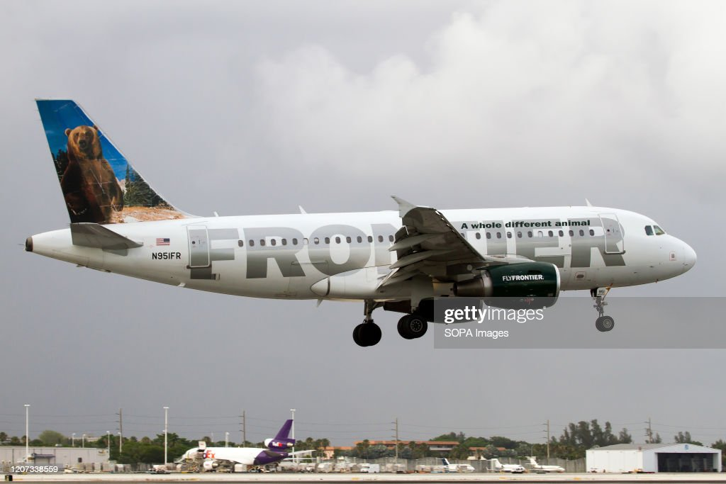 A Frontier Airlines Airbus 319 lands at Miami International... : News Photo